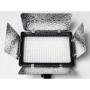 Накамерная светодиодная панель 180 диодов с шторками Fotokvant LED-180 PB