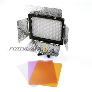 Накамерная светодиодная панель 300 диодов  с шторками Fotokvant LED-300 PB
